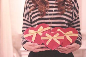 大学生の彼氏にプレゼントを贈る時の予算と、イベント別のおすすめプレゼント7選♡