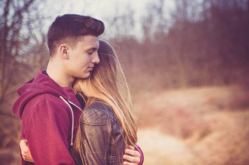 社内恋愛(職場恋愛)がバレるきっかけや理由|隠したり、秘密にしたりするべき?♡