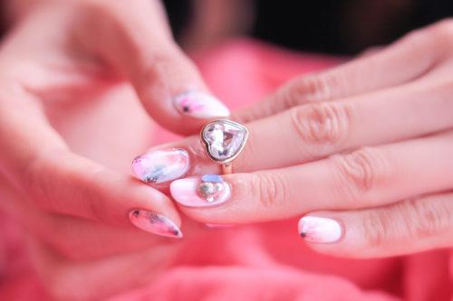 婚約指輪なし