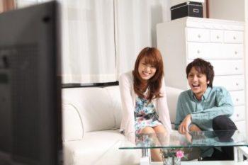 カップルで映画を観るならこれ!お家デートでおすすめの映画31選♡
