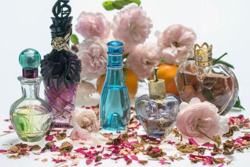 モテる香水の匂いや付け方と、男性ウケする香水ランキングTOP10♡
