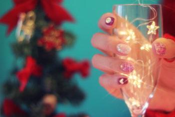クリスマスネイルをセルフで簡単にするための手順や、用意する道具16選♡