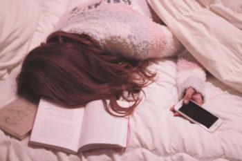 失恋で眠れない女子に知って欲しい、9の理由と対処法
