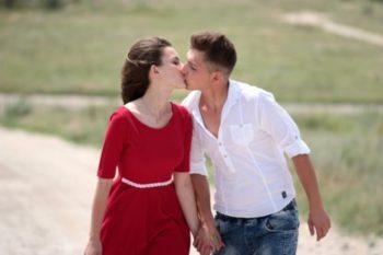 男友達がキスをする理由や心理と、された後の接し方10選♡