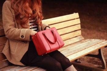さみしがりやの女性の心理や特徴と、さみしがり屋の一人好きの理由14選♡