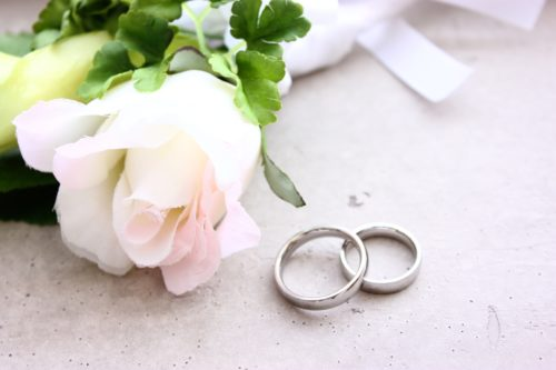 人気の結婚指輪ランキングと、予算とブランド別のデザイン19選♡