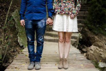 手を握る男性の心理や意味10選♡