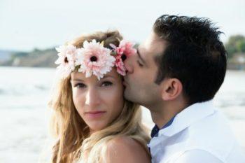 ほっぺにキスをする心理や意味と、ベストなタイミング13選♡