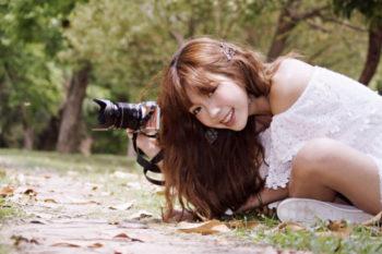 カップル写真の自撮りテクやポーズと、おすすめのアプリ・撮影サービス17選♡