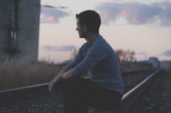 拗ねる男性や彼氏の心理・理由・態度・行動と、対処法16選♡