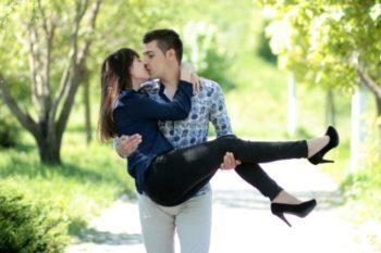 ファーストキス(初キス)のベストシチュエーション14選|学生向けも紹介♡