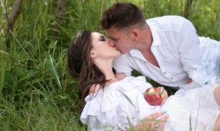 とろけるキスのエピソードと、それをするためのテクニックや方法14選♡