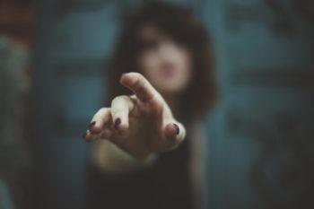 素質や欲望がわかる!?人差し指周辺の手相の意味12選♡