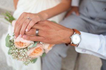 結婚指輪をはめる指の悩みを全て解決!意味や選び方、デザインなど13選♡