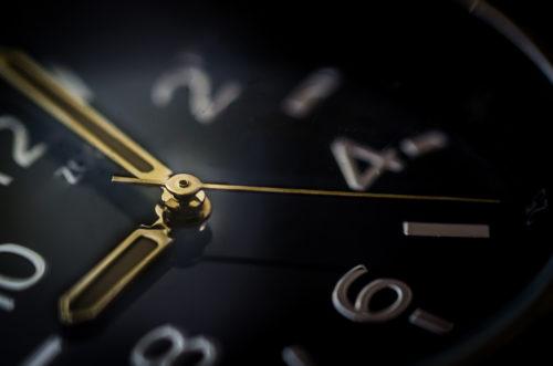 マッチングアプリ返信_返信率を上げる方法メッセージを送る時間帯を意識する